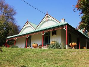 Ravenscroft and The Cottage - New South Wales Tourism