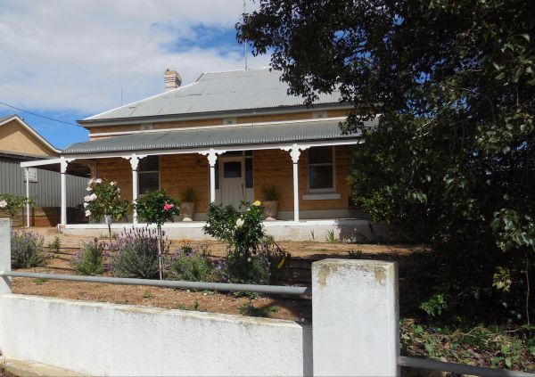 Book Keepers Cottage Waikerie - New South Wales Tourism