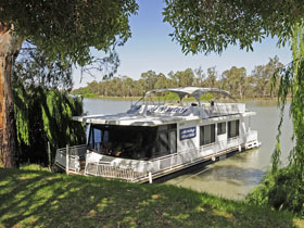 Boats and Bedzzz - The Murray Dream self-contained moored Houseboat - New South Wales Tourism
