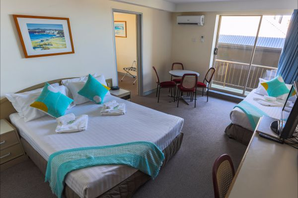 Newcastle Beach Hotel - New South Wales Tourism