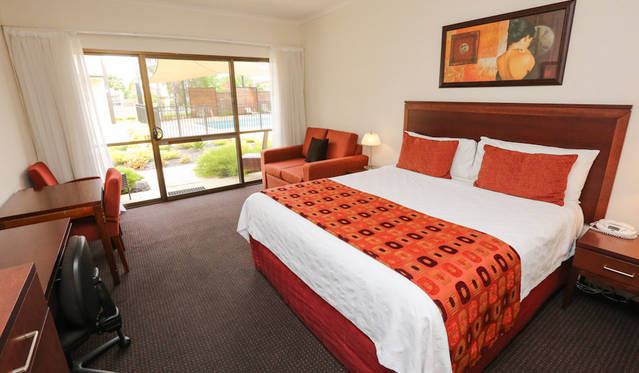 Comfort Inn Deakin Palms - New South Wales Tourism