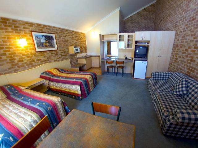 Country Gardens Motor Inn - New South Wales Tourism