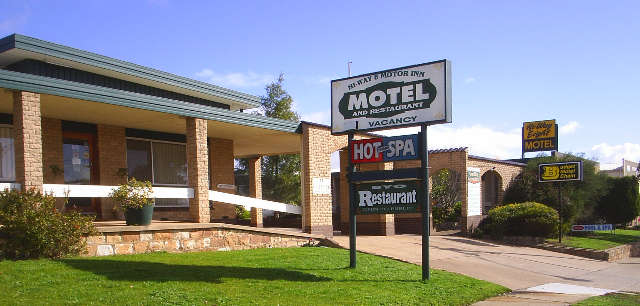 Hi-Way Eight Motor Inn