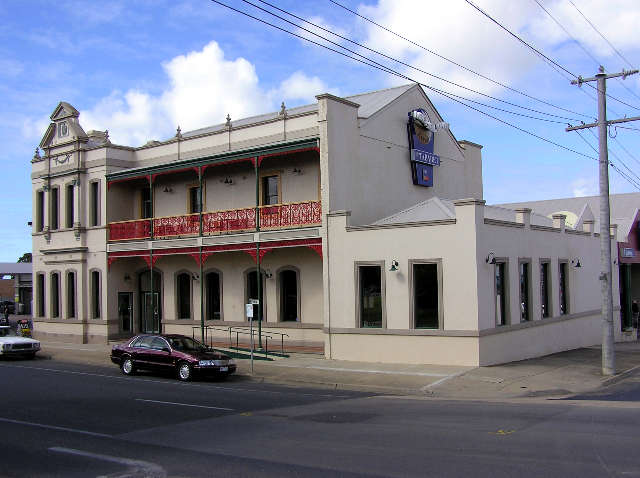 Mitchell River Tavern - New South Wales Tourism