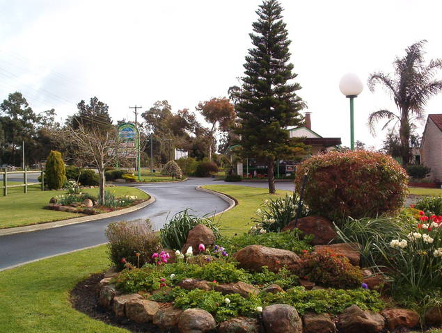 Mount Barker Valley Views Motel and Chalets - New South Wales Tourism
