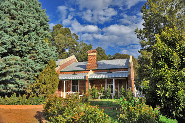 Mundaring Weir Hotel - New South Wales Tourism