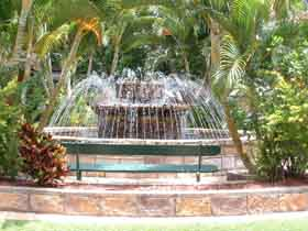 Bauer and Wiles Memorial Fountain - New South Wales Tourism
