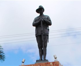 Charters Towers Memorial Cenotaph - New South Wales Tourism
