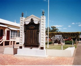 Gayndah War Memorial - New South Wales Tourism