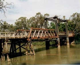 Swan Hill - Murray River Road Bridge - New South Wales Tourism