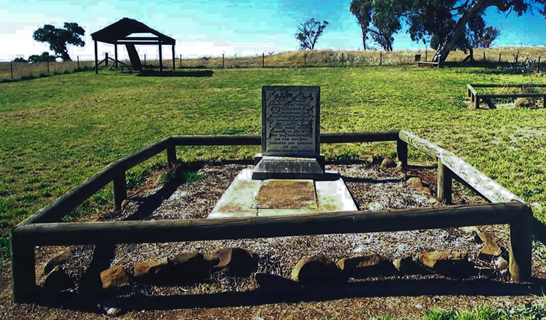Yuranighs Aboriginal Grave Historic Site