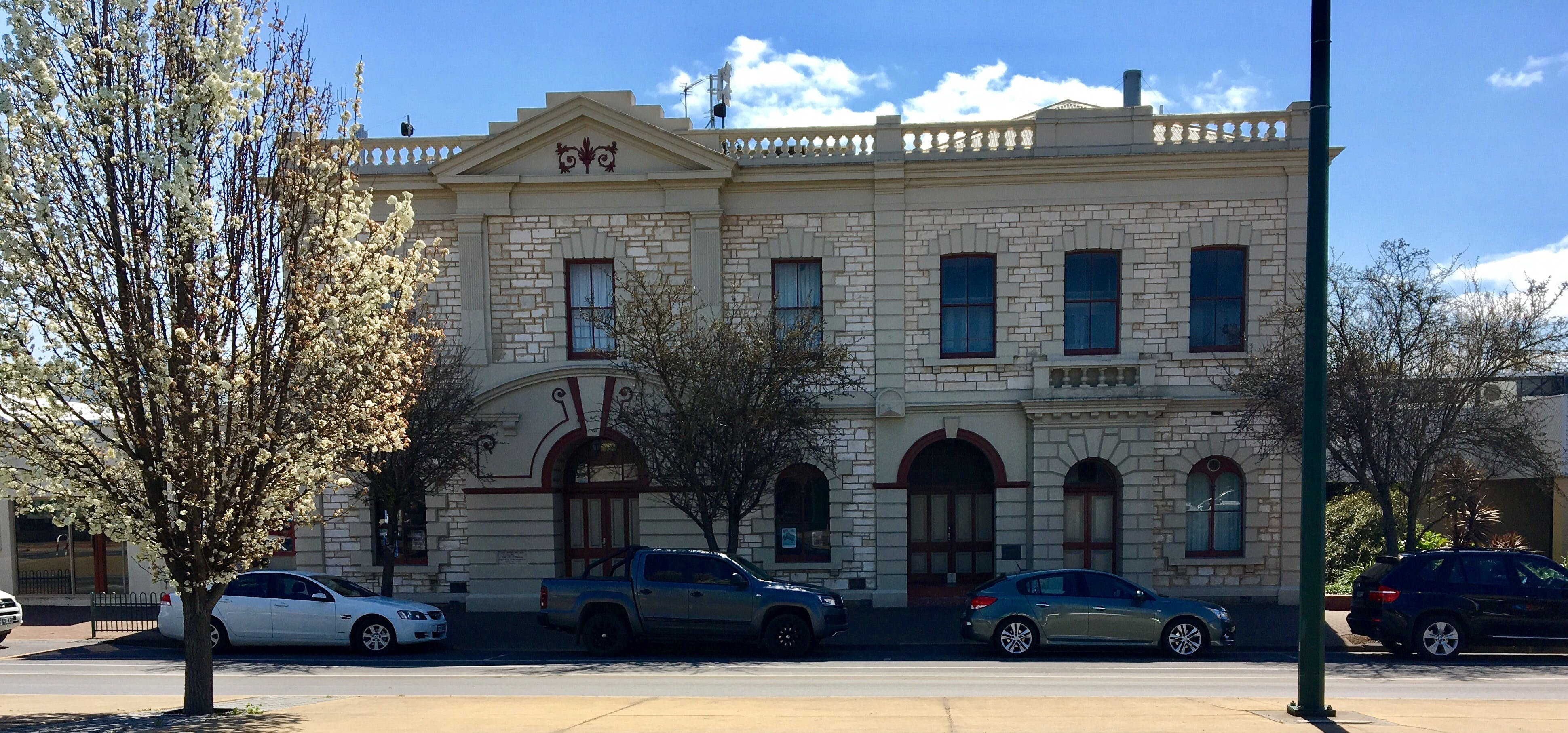 Naracoorte Town Hall - New South Wales Tourism