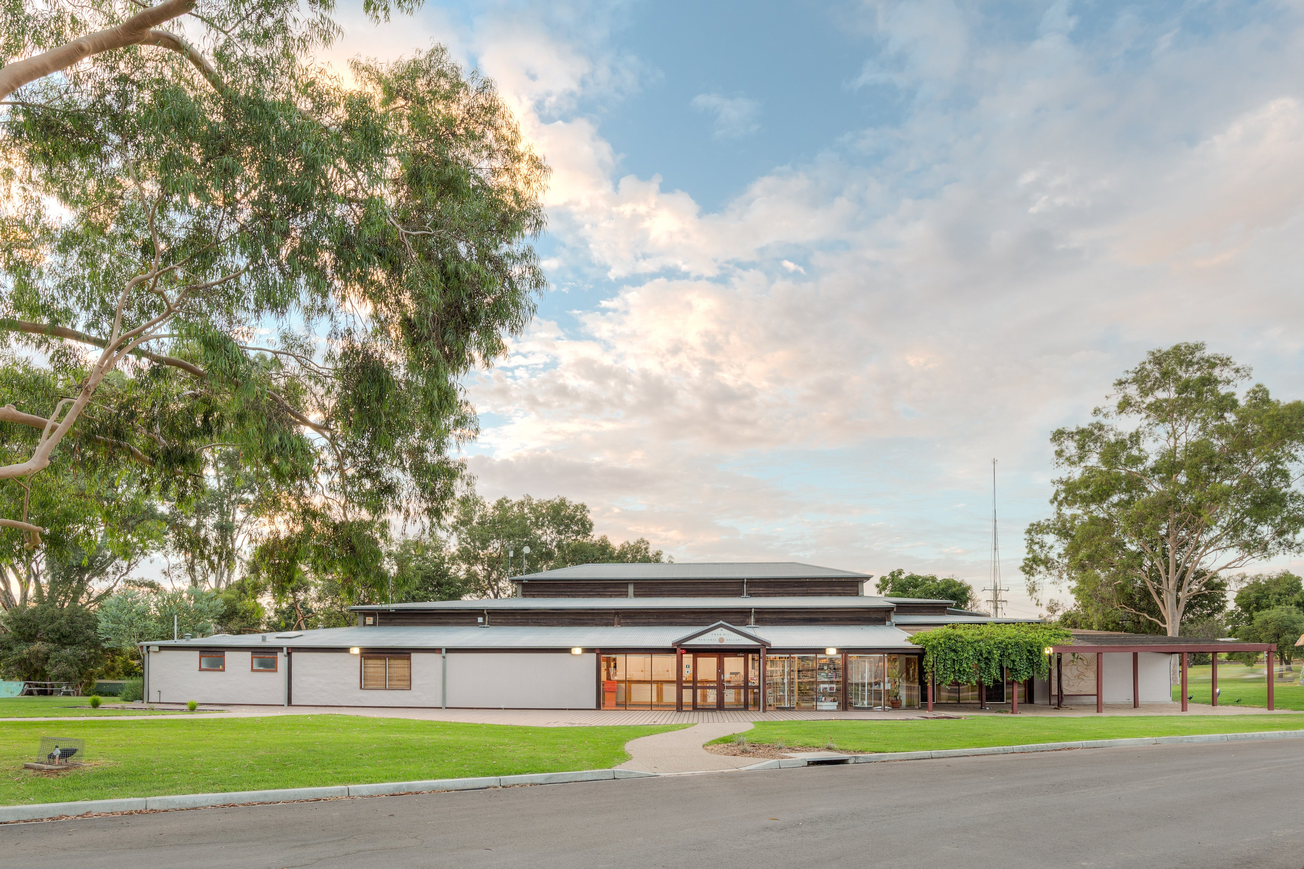 Swan Hill Regional Art Gallery - New South Wales Tourism