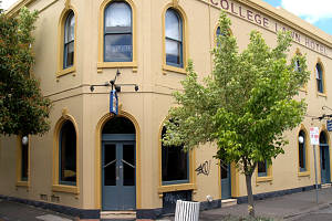 The College Lawn Hotel - New South Wales Tourism