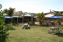 Moonee Beach Tavern - New South Wales Tourism