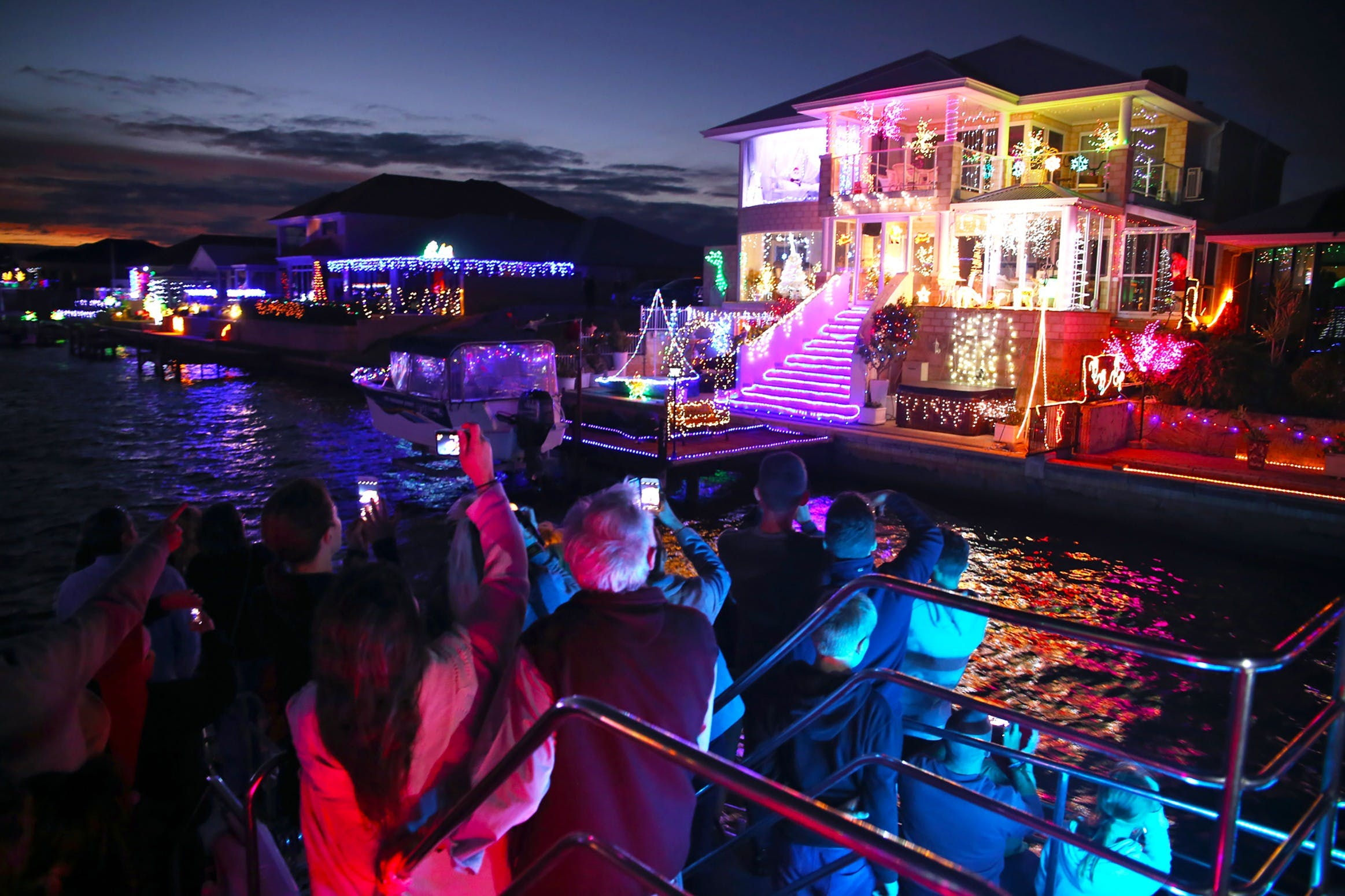 Christmas Lights Cruise - New South Wales Tourism