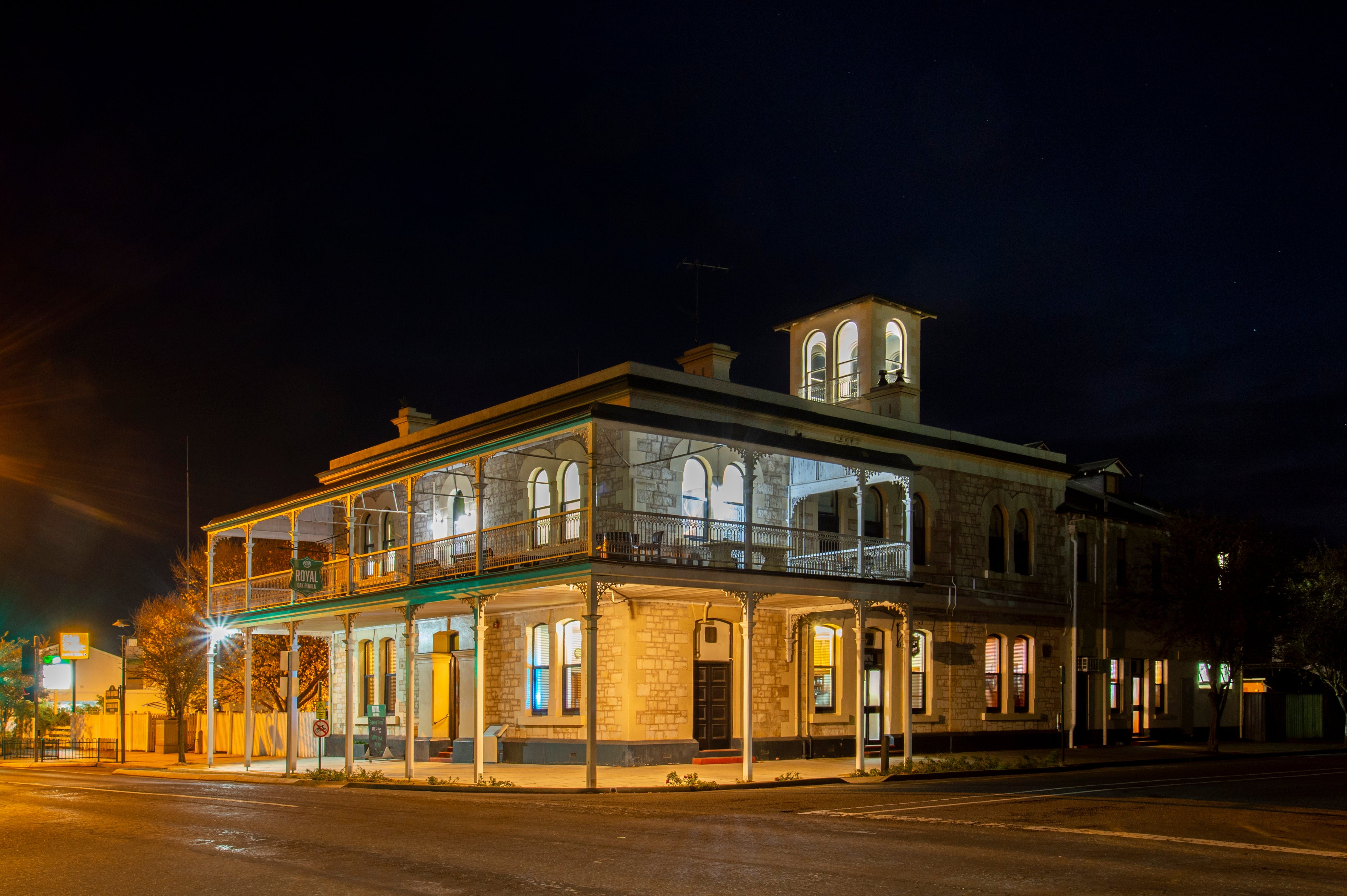 Royal Oak Hotel Penola - New South Wales Tourism