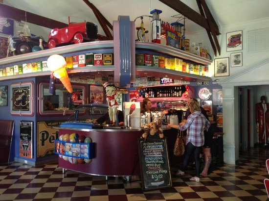 Cruzin' In The 50's Diner - New South Wales Tourism