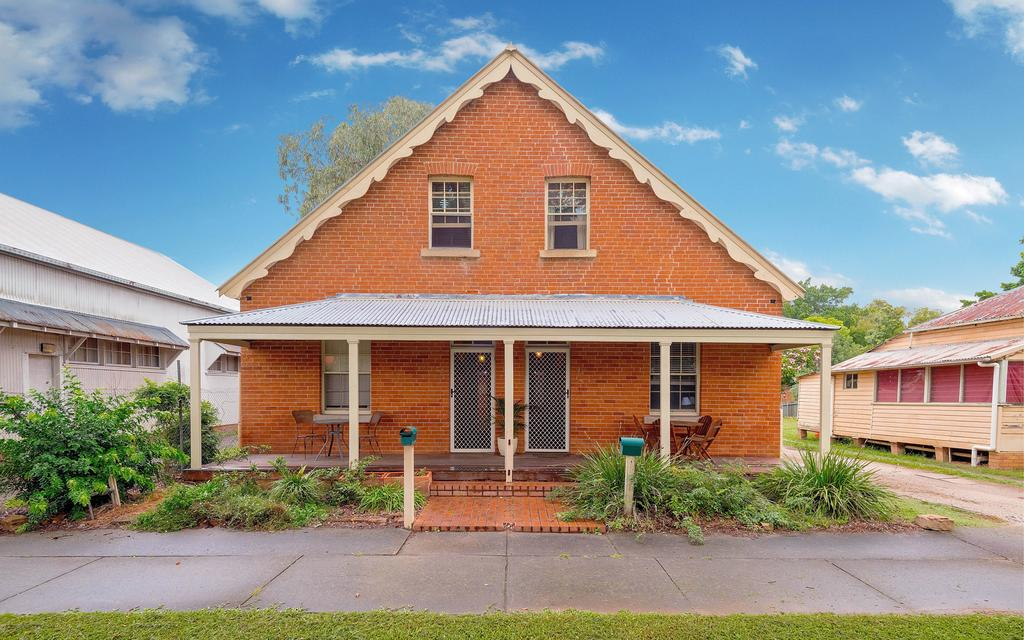 Eliza 1875 Red Brick Duplex Townhouse - New South Wales Tourism
