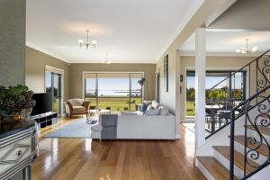 LUXURY WATERFRONT FAMILY HOME-TASMANIA I-L'Abode - New South Wales Tourism