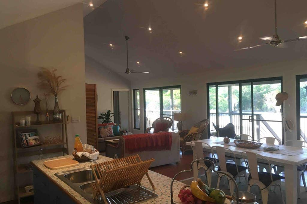 Valley Views Lodge Port Douglas - New South Wales Tourism